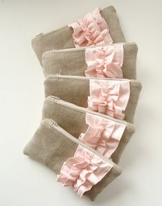 Set of 5 - Blush Pink Linen Burlap Ruffle Zipper Clutch - Bridesmaid Gift - Blus. Diy Bags Jeans, Sewing Tutorials, Sewing Crafts, Lace Bag, Bridesmaid Clutches, Diy Wallet, Bridal Clutch, Burlap Fabric, Burlap Crafts