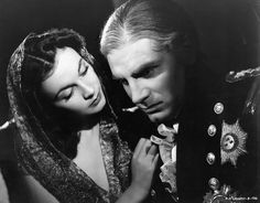 "Vivien Leigh and Laurence Olivier as Lady Hamilton and Horatio Nelson in ""That Hamilton Woman""."