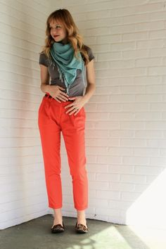 Love these colors together. Why did they mess up a perfectly good pair of pants with pleats?
