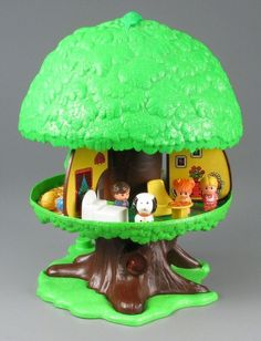 Vintage Toys Family Tree House- I had this EXACT toy as a child. Its one of my earliest toy memories and I remember playing with it and LOVING it. If I could find one, I'd be it in a minute! Retro Toys, Vintage Toys, 1980s Toys, Antique Toys, Vintage Stuff, Childhood Toys, Childhood Memories, School Memories, Barbie