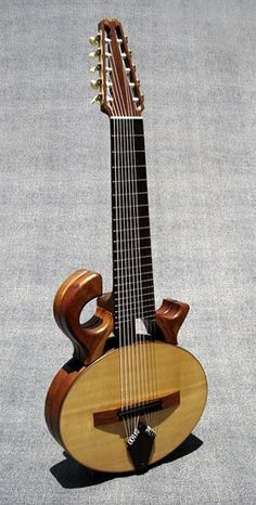 Mervyn Davis Smoothtalker 10-string classical guitar - I actually got to play one of these a few years back (but it was a steel string version) when I first met the amazing south african guitarist Tony Cox, Reallllly cool instrument and I'd love to hear the nylon version! http://ClassicalGuitarTraining.com Siga o nosso blog Mundo de Músicas em http://mundodemusicas.com/aulas-de-musica/
