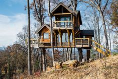 23 of the Coolest Airbnbs in North Carolina | NC Tripping Craggy Gardens, Tree House Designs, All Inclusive Resorts, Couples Resorts, Train Rides, Art Design, Location, Architecture, Tiny House