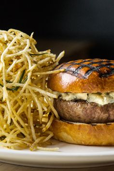 The burger at the Spotted Pig. (Photo: Pablo Enriquez for The New York Times)
