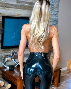 Pvc Leggings, Latex Costumes, Latex Girls, Latex Fashion, Hottest Photos, Girl Fashion, Leather Pants, Swimwear, How To Wear