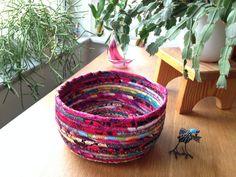 korg Bra Hacks, Textiles, Diy Art, Decorative Bowls, Upcycle, Planter Pots, Recycling, Diy Crafts, Quilts