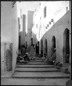 Sousse  Maison   Passants dans une ruelle aux maisons blanches    1923.11 Abstract, Artwork, Painting, Dolphins, White Houses, Painted Canvas, Flower, Art Work, Work Of Art
