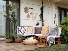 Garden Decoration Pallet Seat- Bahçe dekorasyonu palet koltuk Sofa set from pallets - Back Garden Landscaping, Apartment Balcony Garden, Backyard Layout, Pallet Seating, Balkon Design, Yard Design, Outdoor Furniture Sets, Outdoor Decor, Garden Chairs