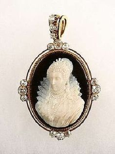 A cameo of Queen Elizabeth I.  If I had $9000 to spare, this is what I'd buy.