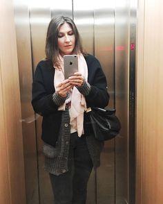 Elevador selfie literally a few minutes ago  #selfie #elevatorselfie #germanblogger #blogger_de #fashionblogger #spanishblogger #andotherstories #mango #levis #benetton #fashion #scarf #pinkscarf #cardigan #bomber #bomberjacket #bombers #bomberjacke #jeans #leatherbag #iphone6splus