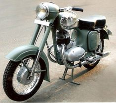 Vintage Car Models Yezdi (Jawa) Model B Made in India. Twin Two-Stroke engine. Vintage Bikes, Vintage Motorcycles, Custom Motorcycles, Cars And Motorcycles, Vintage Cars, Moto Jawa, Moto Bike, Classic Motors, Classic Bikes