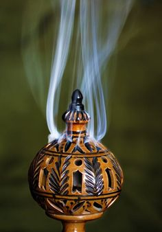 Our Definitive guide to the best incense for meditation and ritual practices. The best stick incenses for meditation and incense scents for deep meditation. Meditation Space, Meditation Music, Free Meditation, Meditation Quotes, Samara, Black Magic Spells, Green Home Decor, Orange Beach, Relaxing Music