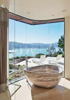 A House With Views Of San Francisco Bay By Polsky Perlstein Architects- oh the bath tub! Architecture Design, Contemporary Architecture, San Francisco Bay, Big Bathrooms, Beautiful Bathrooms, Minimalist Baths, Minimalist Bathroom, New Bathroom Designs, Green Apartment