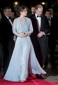 Kate Middleton in sheer gray evening gown Looks Kate Middleton, Estilo Kate Middleton, Duke And Duchess, Duchess Of Cambridge, Muslimah Wedding Dress, Princesa Kate Middleton, Kate And Meghan, Estilo Real, Gala Dresses