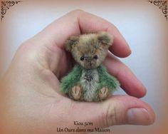 Kiou By Un Ours Dans Ma Maison - Bear Pile