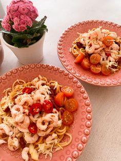 Gudomlig räkpasta | Tiingelinn - Linn Andersson Pasta Salad, Chili, Ethnic Recipes, Food, Crab Pasta Salad, Chile, Chilis, Eten, Meals