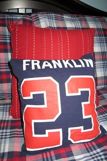 Sewing Pillows Room Mom Extraordinaire: No Sew pillows Baseball Boys, Softball Mom, Baseball Pants, Baseball Jerseys, Baseball Tickets, Baseball Stuff, Hockey, Football, Team Spirit Crafts