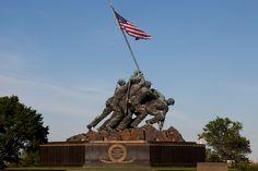 November 10 – U. President Dwight D. Eisenhower dedicates the USMC War Memorial (Iwo Jima memorial) in Arlington National Cemetery. Batalha De Iwo Jima, Iwo Jima Memorial, Battle Of Iwo Jima, Teaching Us History, American Veterans, American Flag, American Soldiers, National Cemetery, Veterans Day
