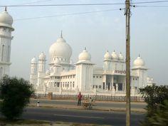 #magiaswiat #vrindavan #matura #podróż #zwiedzanie #indie #blog #świątynie #krishna #gopi #aszram #ogrody #jamuna #mandir #kund #ghaty #govinddev# vaishnodevi #pałac #giridharigoudiya #namyogasadhana Mandir, Krishna, Taj Mahal, Building, Blog, Travel, Viajes, Buildings, Blogging