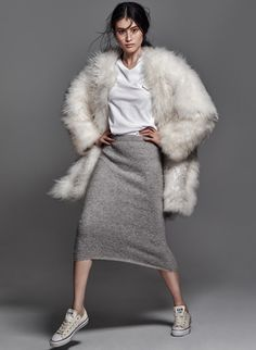 Winter outfit / White Faux fur coat / White T-shirt / Grey midi skirt / Converse Fashion Mode, Fur Fashion, Look Fashion, Womens Fashion, Fashion Trends, Fashion Outfits, Mein Style, Mode Inspiration, Fashion Inspiration