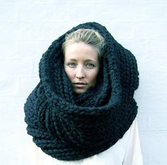 I love this snood, its actually a scarf but its still brilliant. I's really simple, just ribbing stitch but really effiective. I am going to make something like this...but better ;)