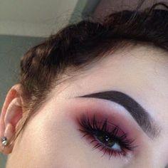7 Ways to Wear Colored Eyeliner That Actually Look Cute makeup augen hochzeit ideas tips makeup Makeup Goals, Makeup Inspo, Makeup Inspiration, Makeup Trends, Makeup Ideas, Beauty Trends, Makeup Style, Makeup Hacks, Eye Makeup Tutorials
