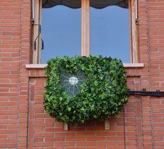 Tapar el aire acondicionado con funda protectora simulando enredadera Fachada Colonial, Air Conditioner Cover, Exterior, Outdoor Structures, Building, Plants, Home Decor, Courtyard Ideas, Villas