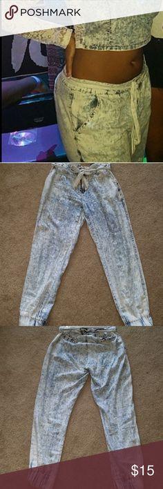 Stonewashed harem jeans 36 Point 5  Stonewashed soft harem jeans with faux back pockets and deep front pockets; harem pants; hammer jeans Med size 36 Point 5 Jeans Ankle & Cropped