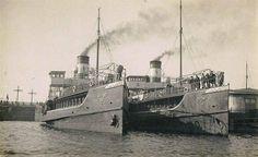 Moda ve  Kadıköy vapurları Karaköy iskelesinde..1910'lu yıllar.