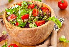 Greek Tomato Salad Recipe Ingredients: 1 cucumber peeled and chopped 4 fresh tomatoes chopped cup chopped red onion 1 green bell pepper cut into Cherry Tomato Salad, Tomato Salad Recipes, Vegetarian Salad Recipes, Easy Salad Recipes, Easy Salads, Cherry Tomatoes, Easy Meals, Yummy Food, Stuffed Peppers