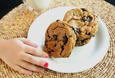 giant chocolate chip cookies, vegan recipe They had me at GIANT! Lol ☀