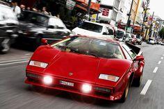 Die Aerodynamik zwingt Designern beim Autobau Kurven auf, doch das war nicht immer so. In den 80ern waren kantigen Autos modern. Ein Rückblick auf scharf geschnittene Klassiker.