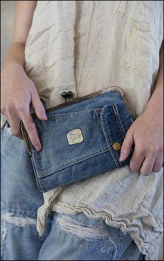 Magnolia Pearl もっと見る Only Jeans, Love Jeans, Redone Denim, Jean Diy, Diy Sac, Diy Bags Purses, Diy Tote Bag, Recycled Denim, Denim Bag