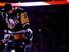 Oh God... Hockey Teams, Ice Hockey, Worst Injuries, Penguin Love, Sidney Crosby, World Of Sports, Pittsburgh Penguins, Scores, Boyfriends