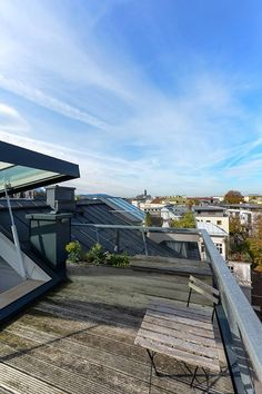 In Diesem Stylischen Dachloft Stehen Sie über Den Dingen. Machen Sie Es  Sich Auf Der Außergewöhnlichen Dachterrasse Oder Der Edlen Galerie  Gemütlich Und .