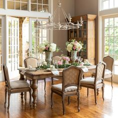 French Country Dining Room, French Country Farmhouse, French Countryside, French Country Decorating, French Country Interiors, French Dining Rooms, French Cottage, Farmhouse Décor, Country Living