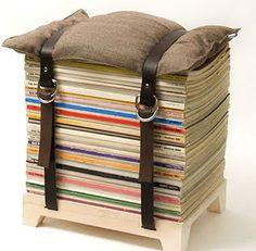 mucho reciclaje: Un montón de revistas