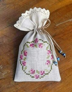 Lavanta kesesi Embroidery Bags, Types Of Embroidery, Embroidery Stitches, Embroidery Patterns, Just Cross Stitch, Cross Stitch Flowers, Cross Stitch Designs, Cross Stitch Patterns, Fabric Structure