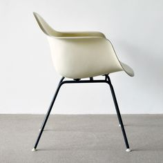 dax-chair-by-charles-and-ray-eames-for-herman-miller-1962-01