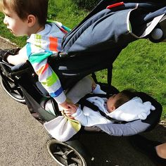 look at that compact footprint, one of the many benefits of a phil&teds inline stroller. perfect for one, siblings or twins! Double Strollers, Baby Strollers, Siblings, Twins, Phil And Teds, Travel Cot, Travel System, Prams