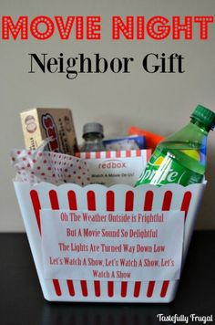 Gift idea for the movie night neighbor - Frug .- Idea de regalo para el vecino de la noche de película – Frugal con buen gusto, Gift idea for the neighbor of the movie night – Frugal with good taste, - Christmas Movie Night, Neighbor Christmas Gifts, Cheap Christmas Gifts, Neighbor Gifts, Xmas Gifts, Craft Gifts, Christmas Diy, Christmas Presents For Neighbors, Diy Christmas Baskets