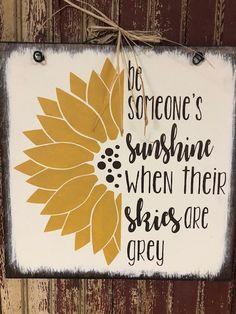 Door Crafts, Bee Crafts, Cricut Stencils, Cricut Vinyl, Summer Diy, Summer Crafts, Sunflower Patch, Sunshine Quotes, Farmhouse Books