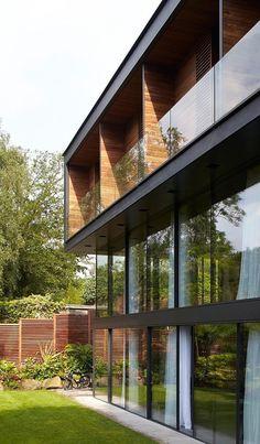 Fitzroy Park House by Stanton Williams #architeture #arquitetura #pin_it @mundodascasas See more here: www.mundodascasas.com.br