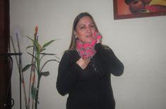 Design by Verónica JCorrea Lindo y sencillo cuello tejido a crochet con punto entrelazado ideal para combinar con un buso color negro o gris oscuro.