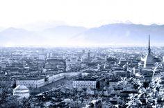 """La città """"in bianco"""" nella luce diffusa di una tenue foschia (Foto Fabrizio Zanelli)"""