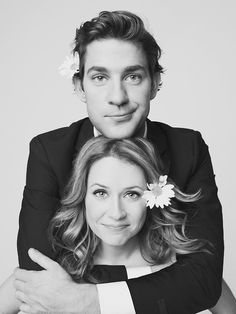John Krasinski and Jenna Fischer on The Office US: arguably my favourite on-screen couple. Cute photo all time fav show Best Tv Couples, Cute Couples, Tv Show Couples, Power Couples, John Krasinski Jenna Fischer, Pretty People, Beautiful People, Jim Pam, Office Memes