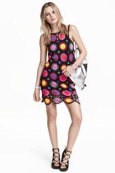 Vestido de ganchillo: H&M LOVES COACHELLA. Vestido de cuadros de ganchillo en tejido de algodón. Tirantes finos. Sin forrar.