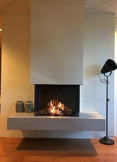 5 Best Decor Ideas for Your Fireplace – Voyage Afield Home Fireplace, Modern Fireplace, Living Room With Fireplace, Fireplace Design, Fireplaces, Interior Exterior, Interior Design, Home And Living, House Design
