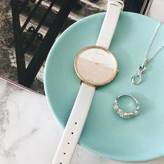 Which Mazzucchelli's pieces have made it into your daily essentials? #mazzucchellis #jewller #jewellery #calvinklein #calvinkleinwatches #flatlay #infinity #diamonds #dressring #diamondring #harpersbazaaraus #love #ontrend #style #fashion