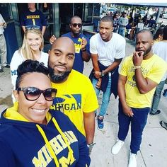 Just putting this whole past week on reflection mode.. Took the path least traveled and made the transition back to the midwest to #Michigan.. You see those 3 fellas behind me @Chrisallen77  @KingRich85  @JuTerrell.. Those been my A1's since Day 1.. 2 from fla  1 from cali and 1 fron Wisconsin  we have been through it all together through thick and thin.. From the football field in college andvsemi pro to the bar days they have alwayschad my back and most of all when i was f'n up.. Always…