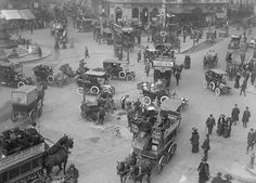 Horse-drawn carriages mingle with pedestrians and road works - as they do in many old photos of London. Old London, Vintage London, London City, Victorian London, London Pictures, London Photos, Piccadilly Circus, Photo Vintage, London History